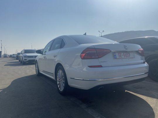 Volkswagen Passat - 2016 White 1.8L