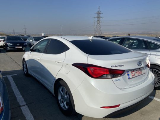 Hyundai Elantra Se - 2015 White 1.8L
